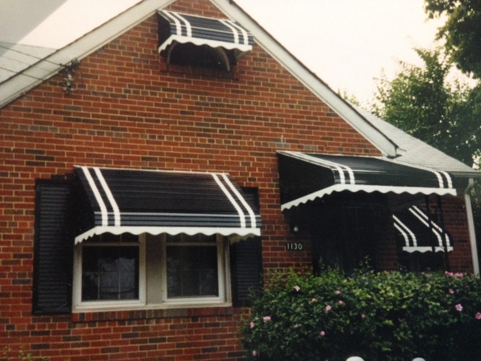 aluminum awnings one awning can be used to cover two windows like in this particular home. EYSYAJD