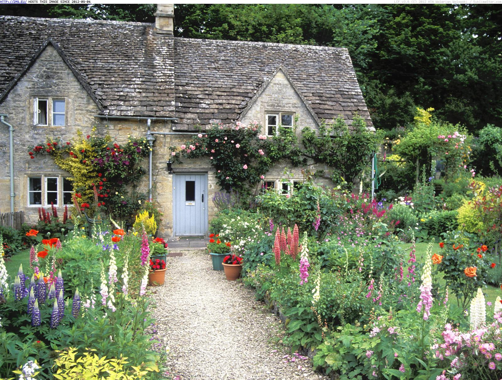 cottage garden bilbury gloucestershire england beautiful photos 1600x1212  pictures of gardens AURONXF