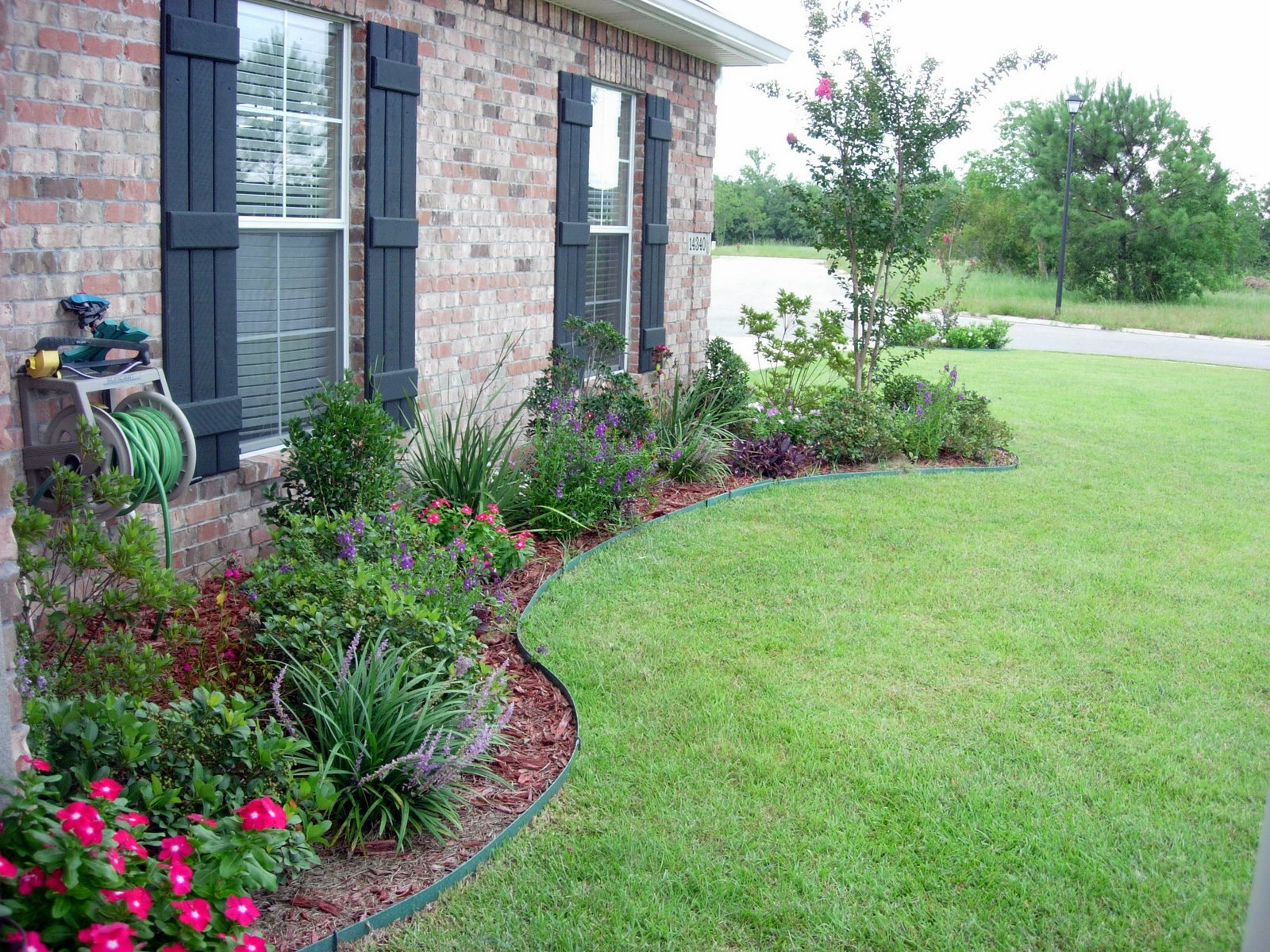 flower bed ideas flower bed designs for front of house | use shrubs /small trees to form the DAFRFRU