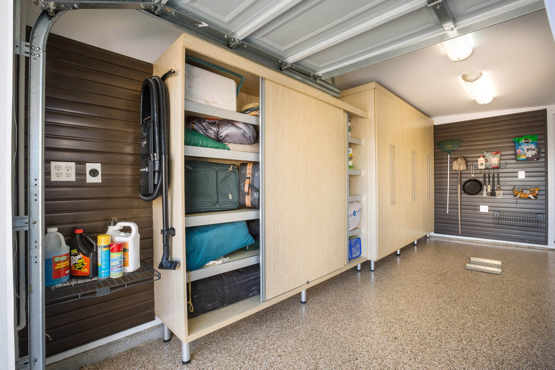 GARAGE STORAGE SOLUTIONS TO KEEP YOUR GARAGE CLEAN AND ORGANISED