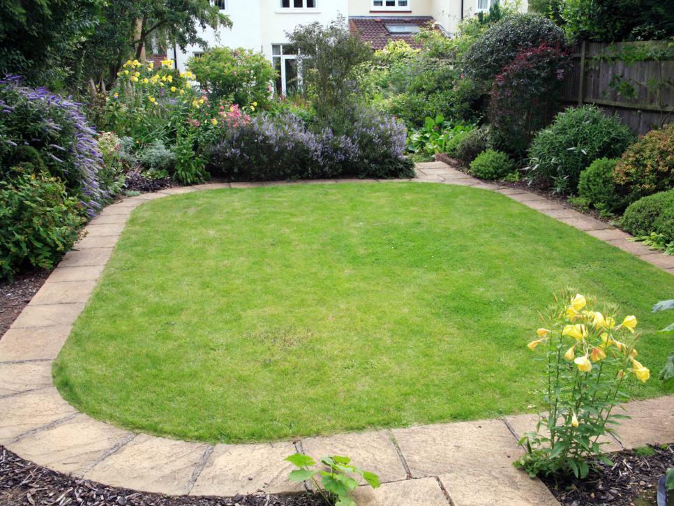 garden edging ideas for lawn edging | hgtv AYEMAVB