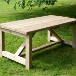 How to choose a garden table?