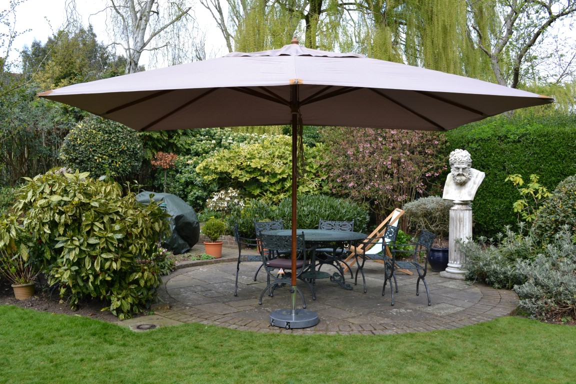 How to elevate your garden's look with garden parasols?