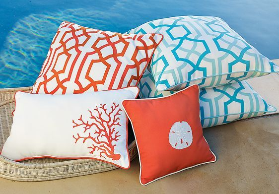 outdoor pillows | apartment therapy GEPFRCU
