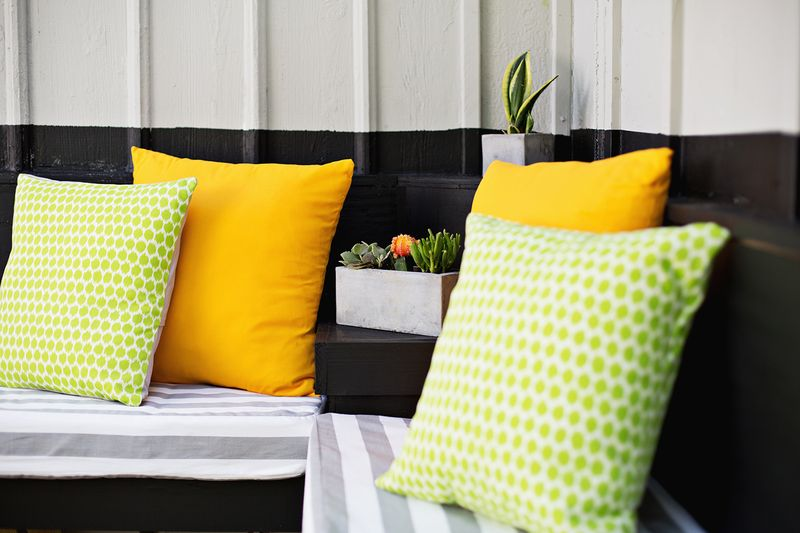 Decorating your outdoor room with outdoor cushions
