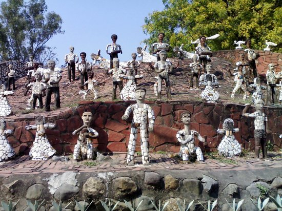 the rock garden of chandigarh: some sculptors at rock garden BMTLKMH