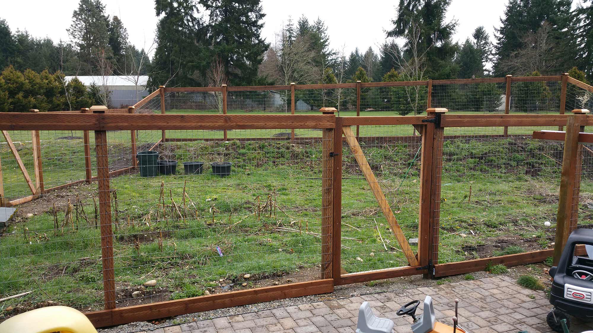 this garden fence in the outskirts of olympia has an access gate and a  double gate NVTJFDB