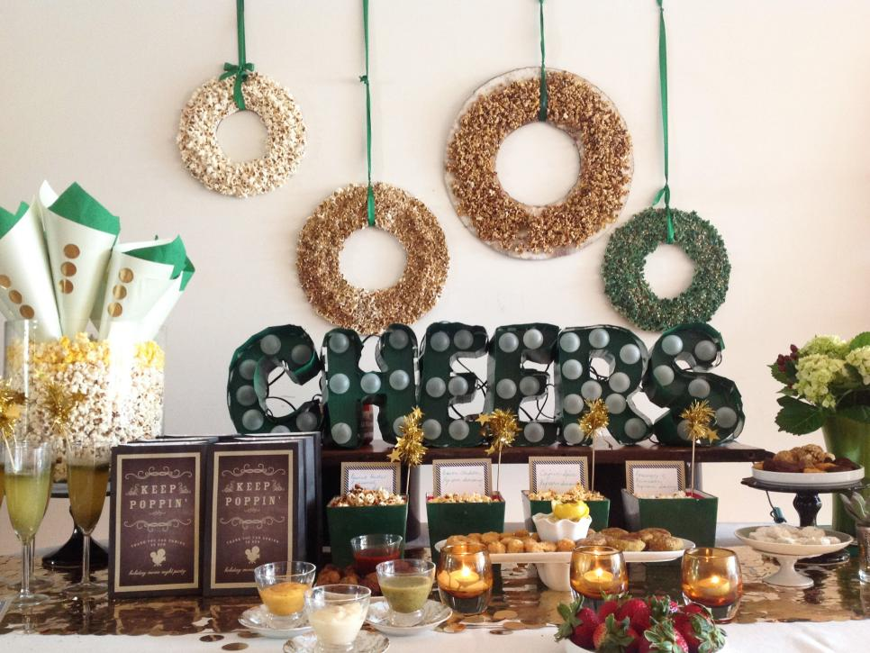 25 indoor christmas decorating ideas | hgtv IBHAXMC