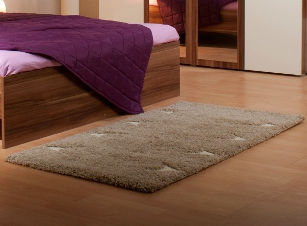 Stylish and contemporary throw rugs