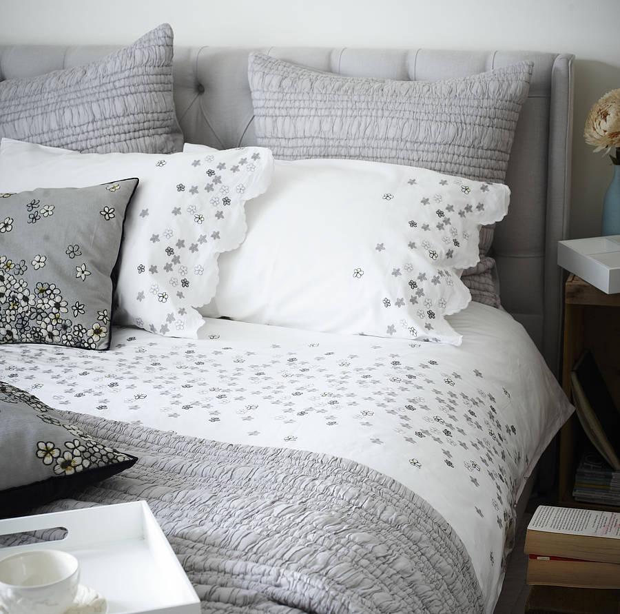 hanoi daisy embroidered bed linen AVFPPEF