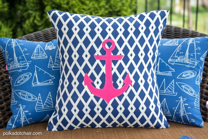 how to recover your old outdoor pillows and cushions. the project includes OGHYXFR