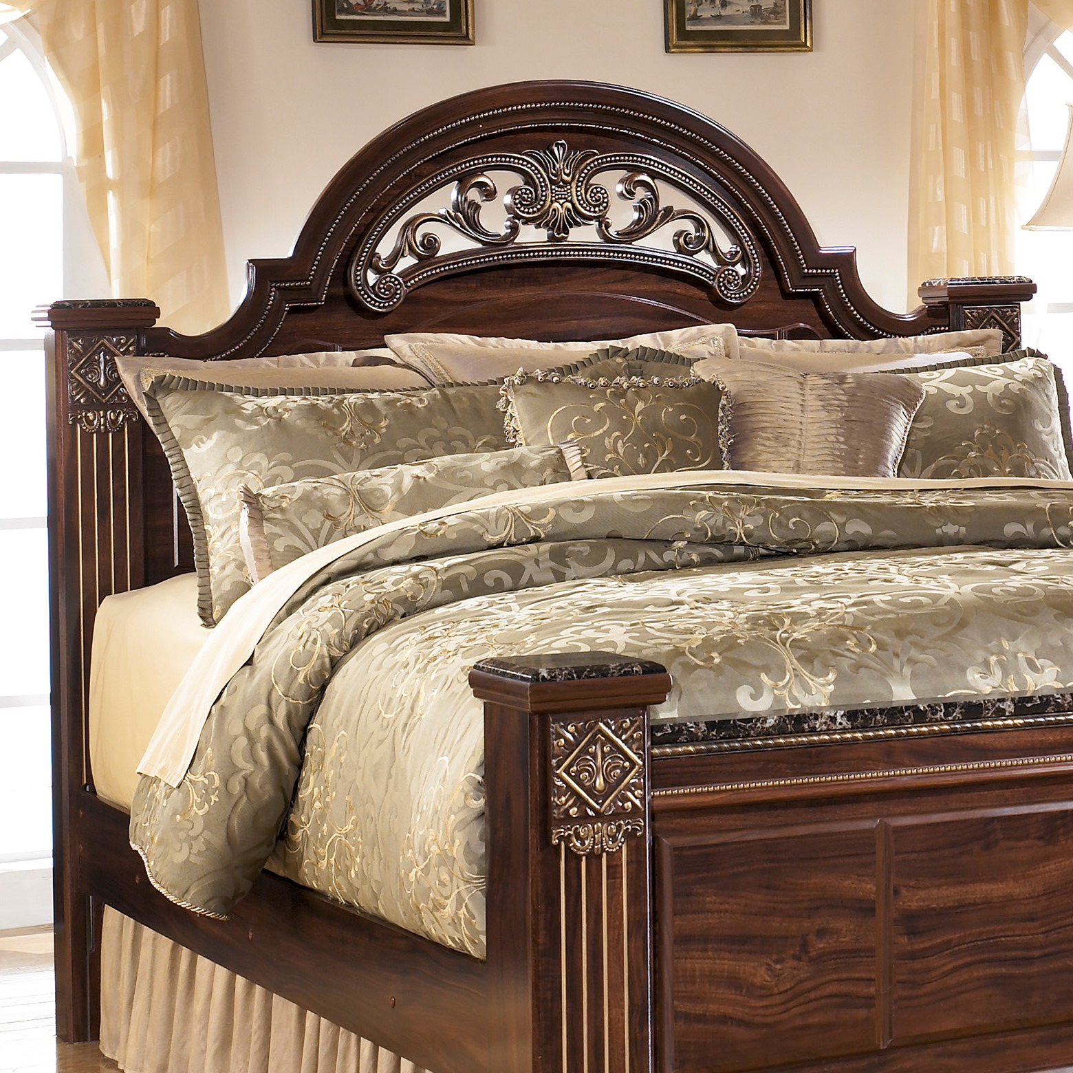 King size headboard to enhance your bedroom decor for King bed decoration