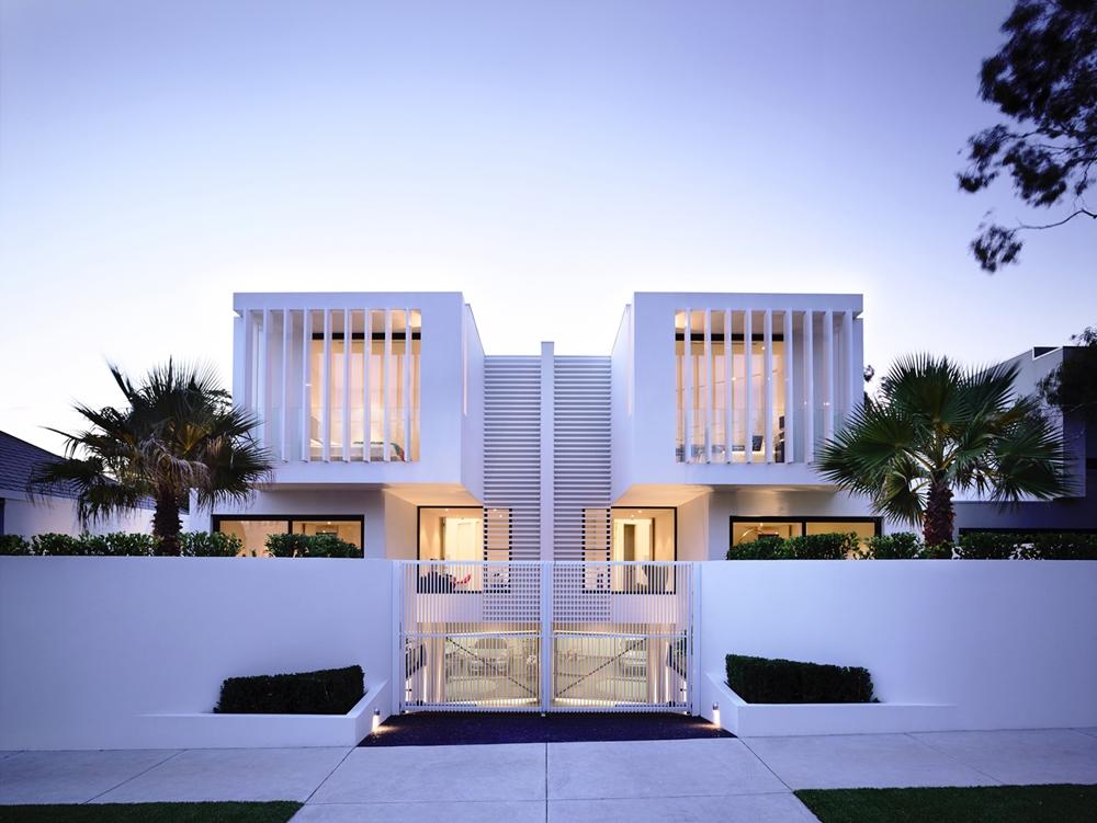 modern house design white facade at the sunset TQKLYUD