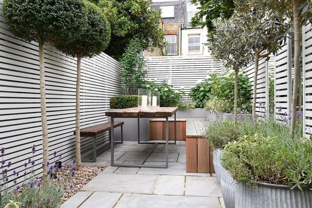 small garden design small patio garden with wooden bench GDIJVRM