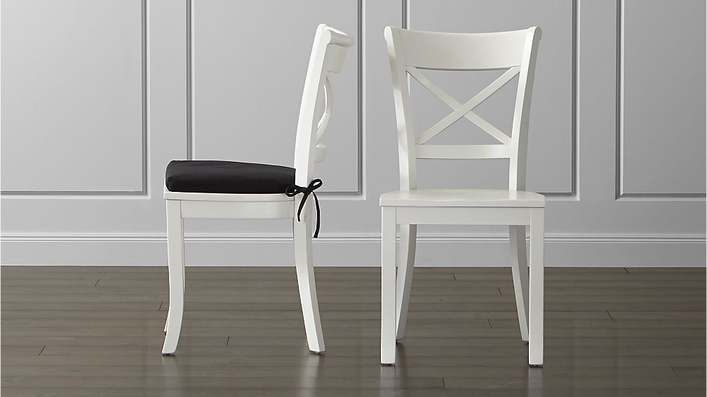 For the daring there are white dining chairs