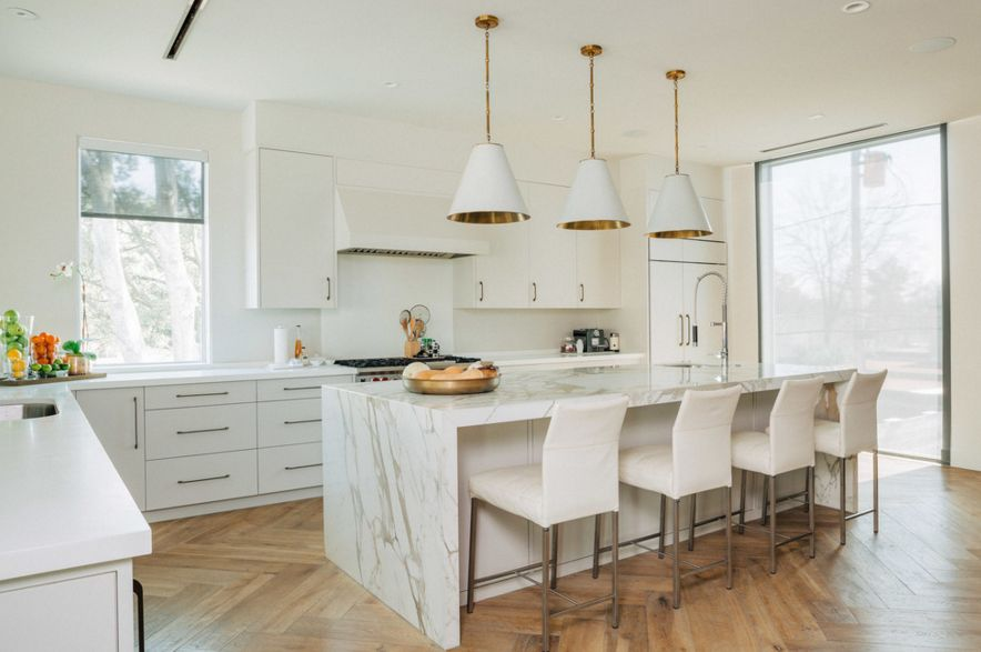 Contemporary floor laminating white kitchen with laminate floor and marble island KLKDJPH