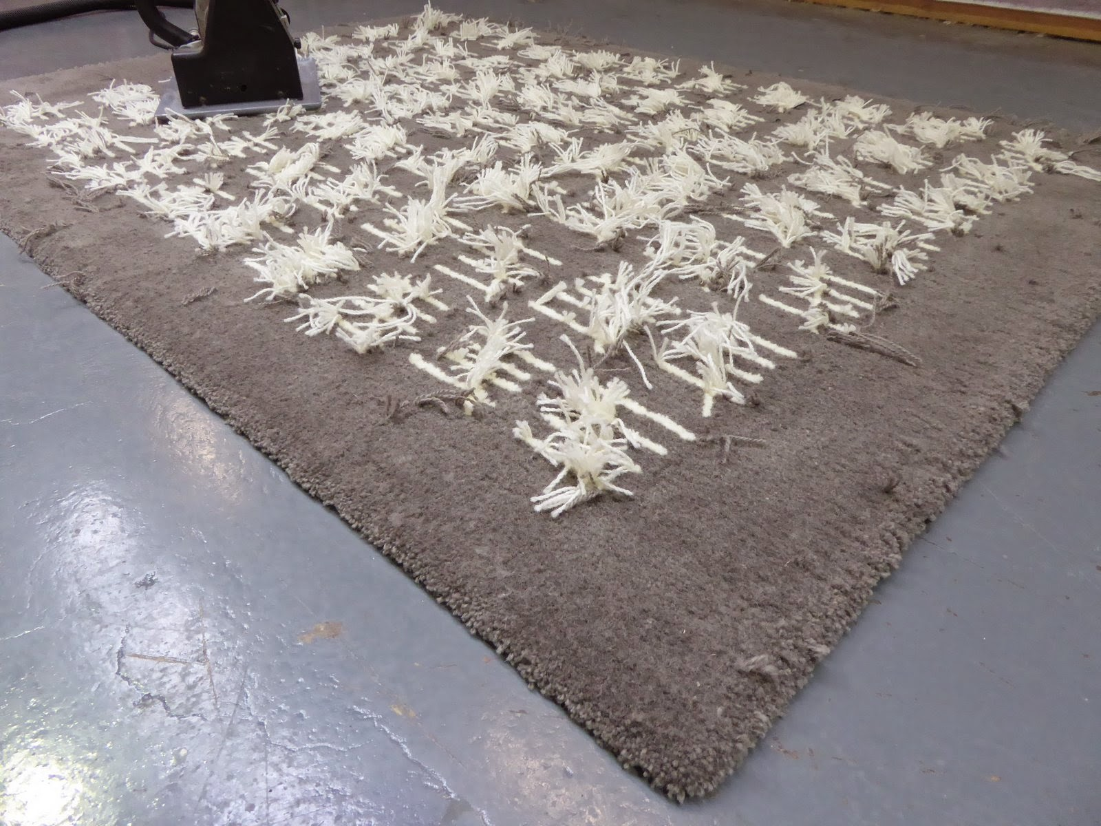 hand tufted rugs area rugs uk: hand tufted rug - shearing u0026 cropping machine PFCGDOW