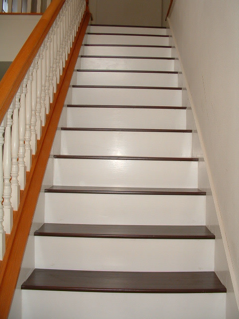 laminate flooring on stairs ... mohawk laminate flooring installed on this stair case ... SHMKYIL