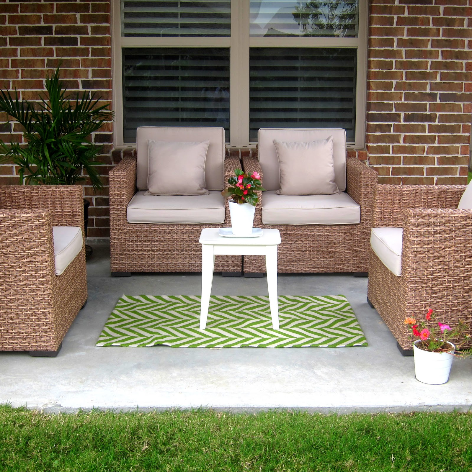 Patio rug decor ideas patio rugs elegant wicker patio furniture with cushions and  chevron AFUNSCM