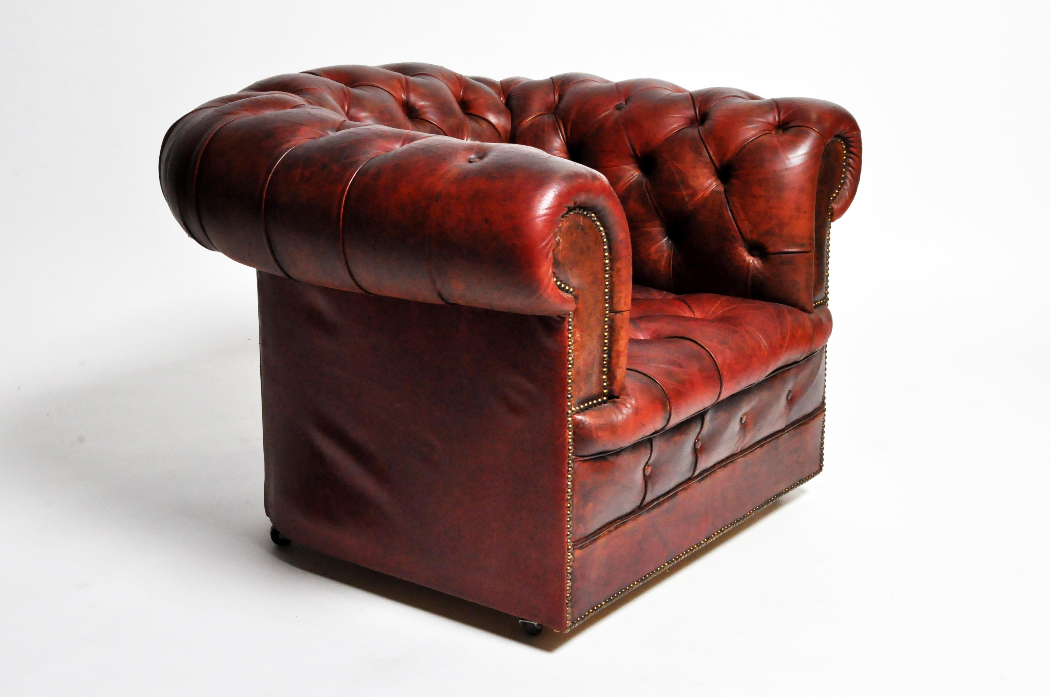 High-End 1940s Art Deco Leather Chesterfield Chair on Casters | DECASO