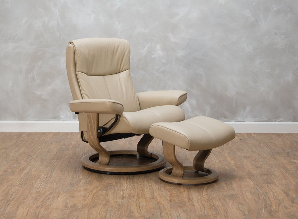Stressless by Ekornes Living Room Peace Large Chair & Ottoman 540396