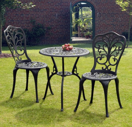 Wood vs. Metal Garden Furniture