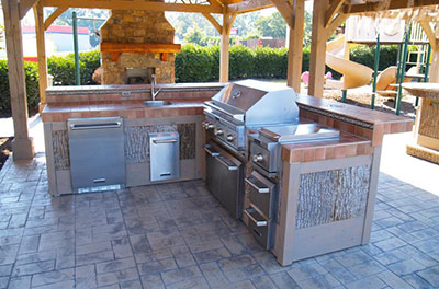 Outdoor Kitchen and Fireplace - Complete Chimneys LLC