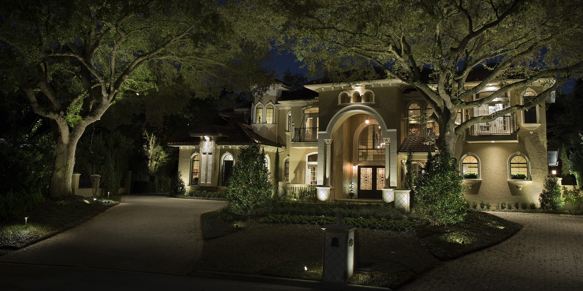 Create a welcoming mood with the outdoor   lighting