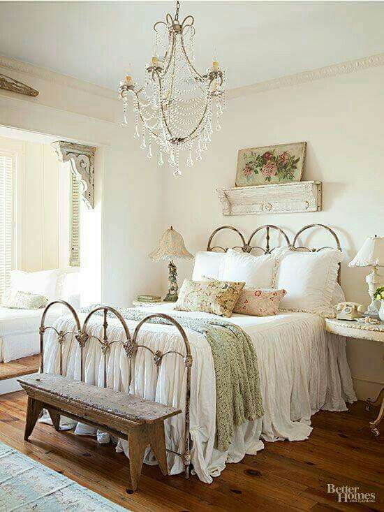30+ Cool Shabby Chic Bedroom Decorating Ideas   Home Decorating