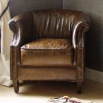 Extra seating with small leather armchair