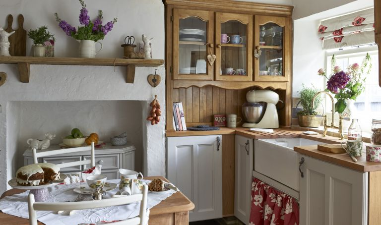 How to design a vintage kitchen | Real Homes