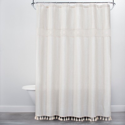 Advantages of Installing White Shower   Curtains