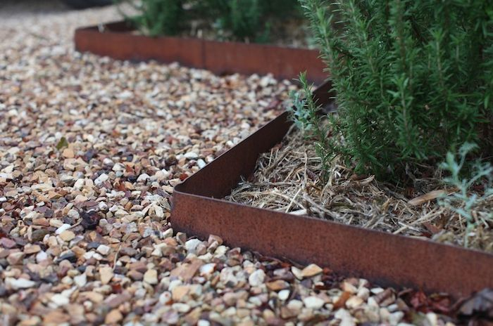 garden edging rusted-metal-garden-edging ETQLJGL