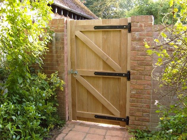 garden gates i need to replace a gate and want something smarter than a treated softwood  one so DILNPNK