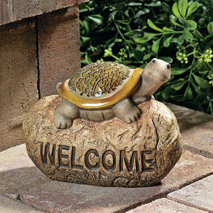 How to choose garden ornaments to revamp your garden?
