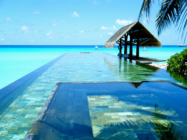 infinity pool in maldives IEQAYOY