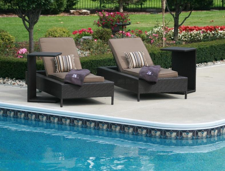 How to choose pool furniture?