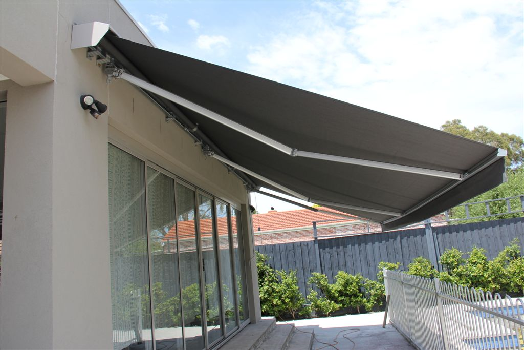 retractable awnings the benefits of having a retractable awning - shades u0026 shutters austin RYETWGJ