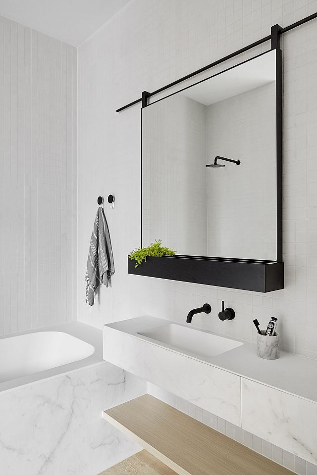 Tips on choosing a mirror for your bathroom