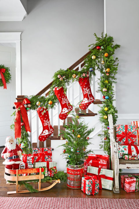 christmas decorating ideas a colorful entryway FADMAFL
