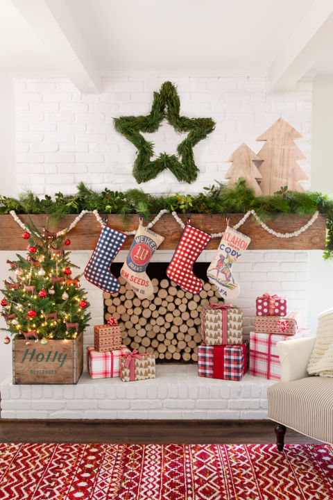 christmas decorating ideas a festive mantel XVIBLHU