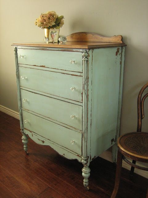painted, vintage furniture is so easy to live with- p.s. vintage find VCYNTSP