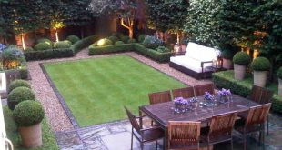 small garden design love this small but perfectly designed and manicured garden || tall pots in XRSVLAP