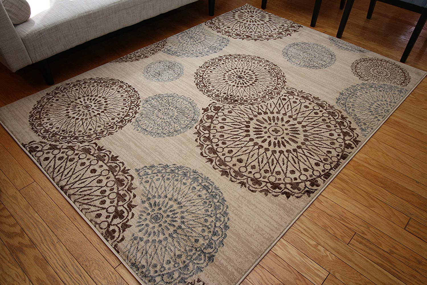 Brown area rug – start your own interior décor