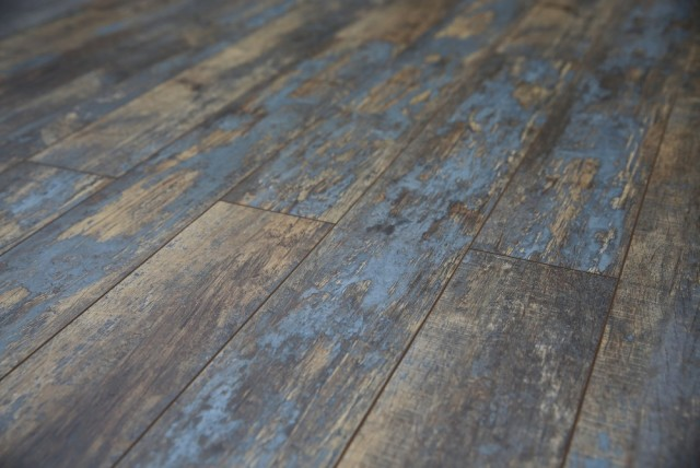 distressed wood flooring decoration in distressed wood laminate flooring distressed flooring the  look and feel XGJYFXJ