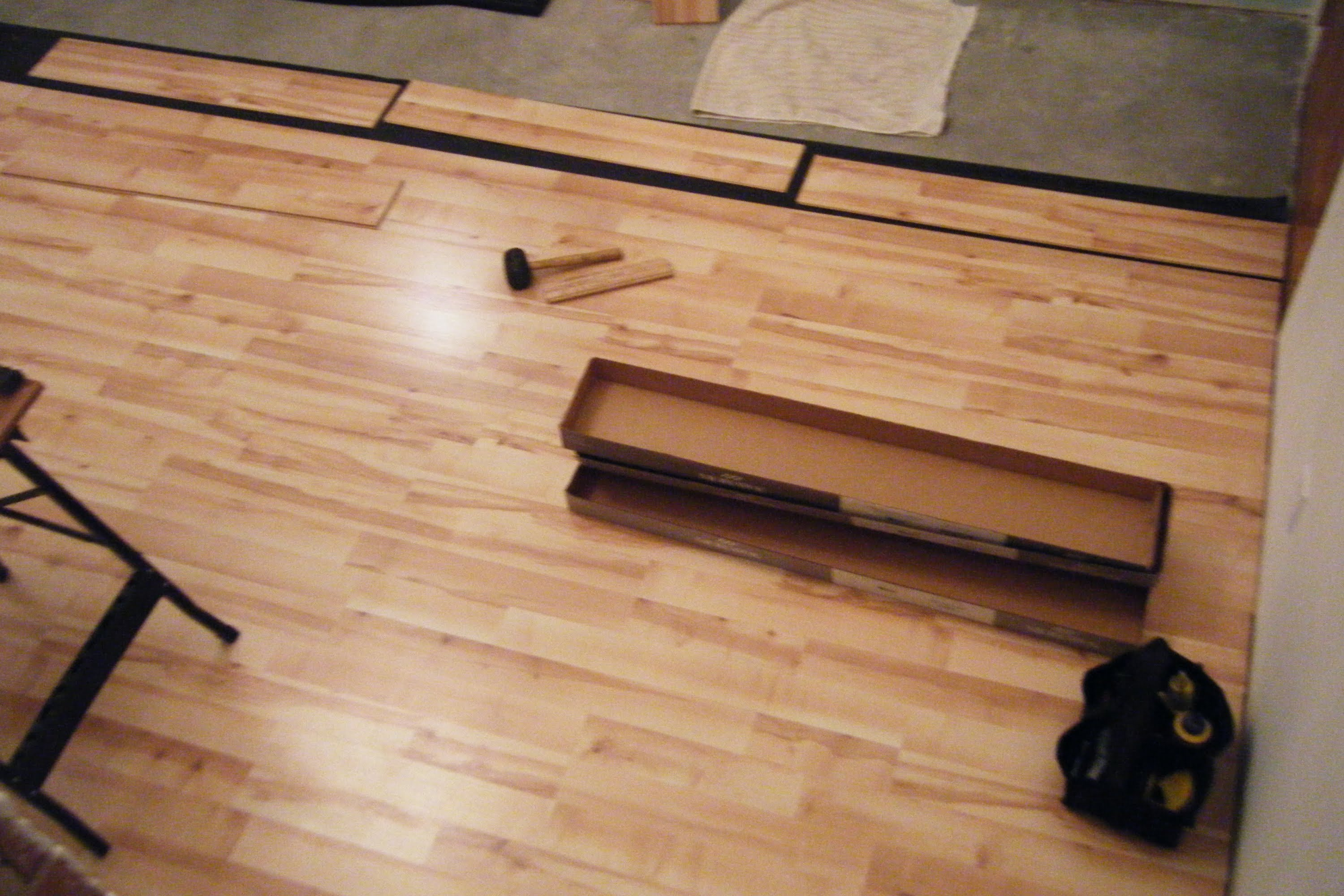 Floating laminate floor how to lay a wood floating laminate floor CPZIFAC