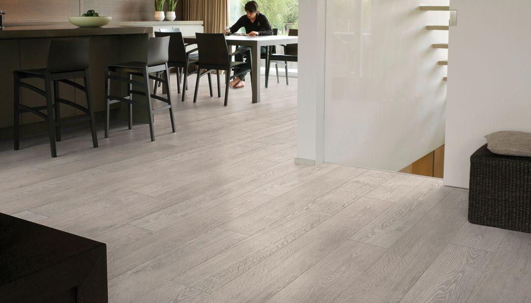 Laminate plank flooring: trendy and amazing flooring