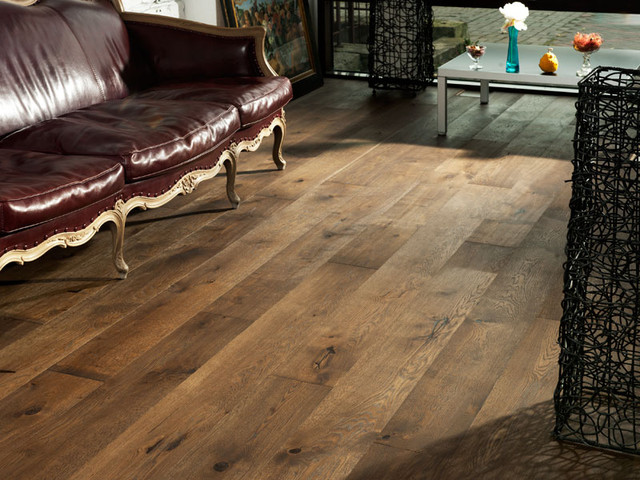 oak old venice- wide plank hardwood flooring traditional-living-room QPYWWVD