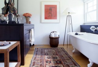 runner rugs beside bed photo by pieter estersohn GAVGDPT