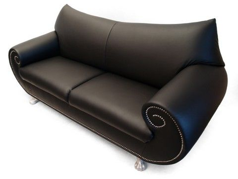 GAUDI: black leather armchair. Characteristics: intrigue, comfort